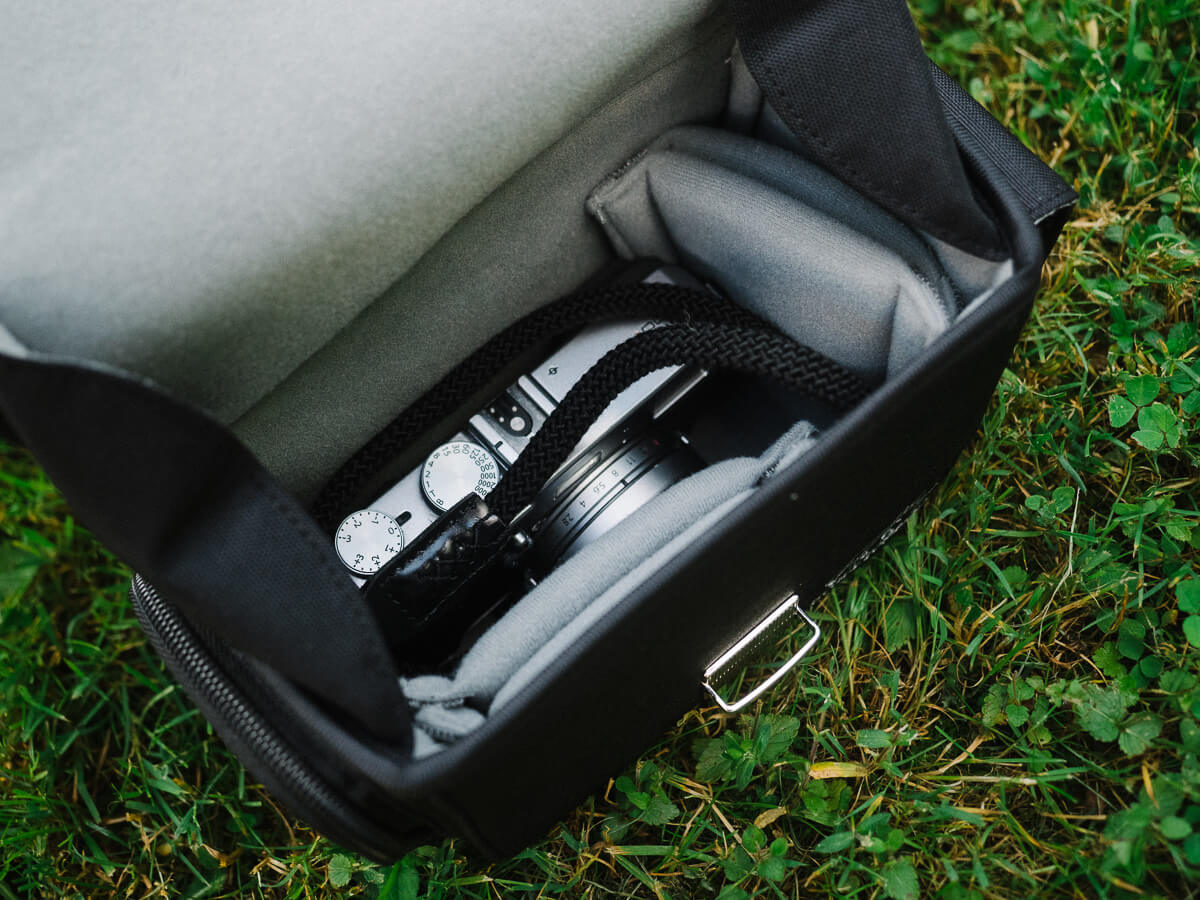cosyspeed camslinger streetomatic inside bag with Fujix100t